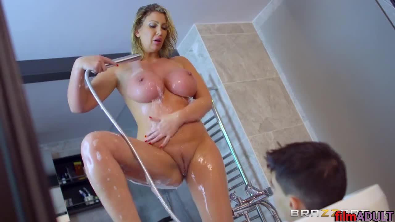 Порно зрелая мамаша в ванной с сыном