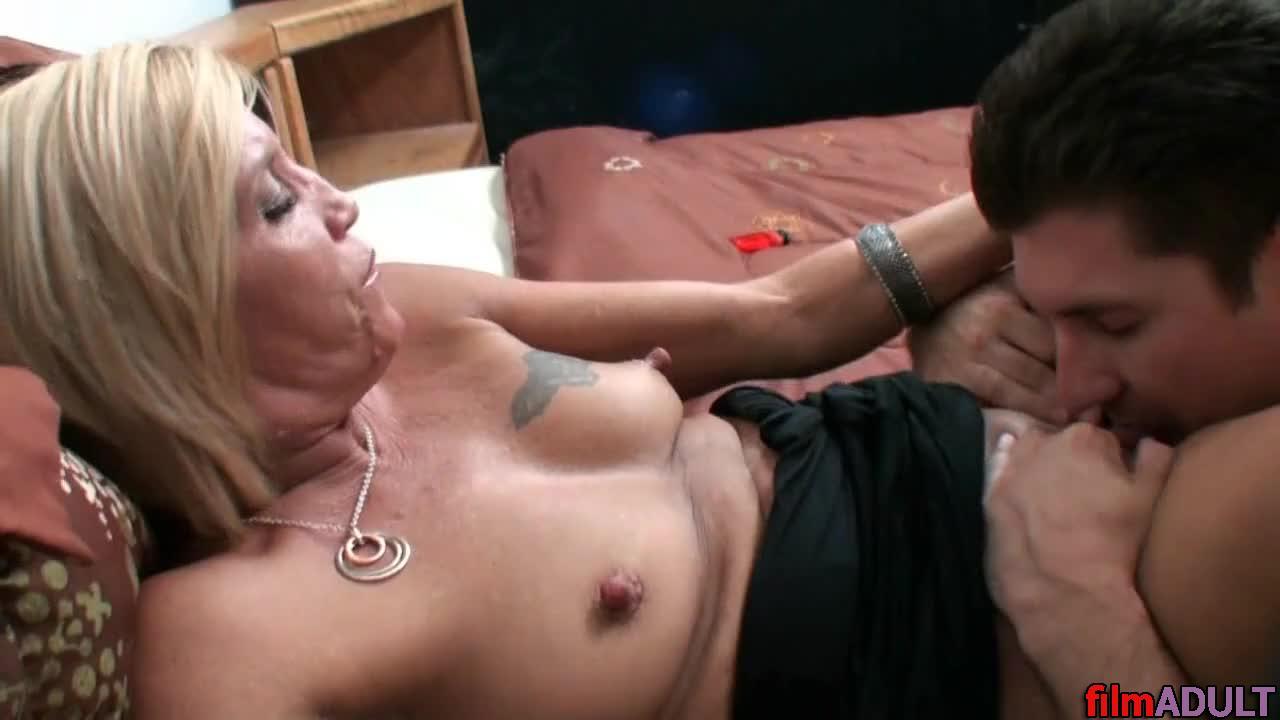 Порно ролик оприходовал зрелую