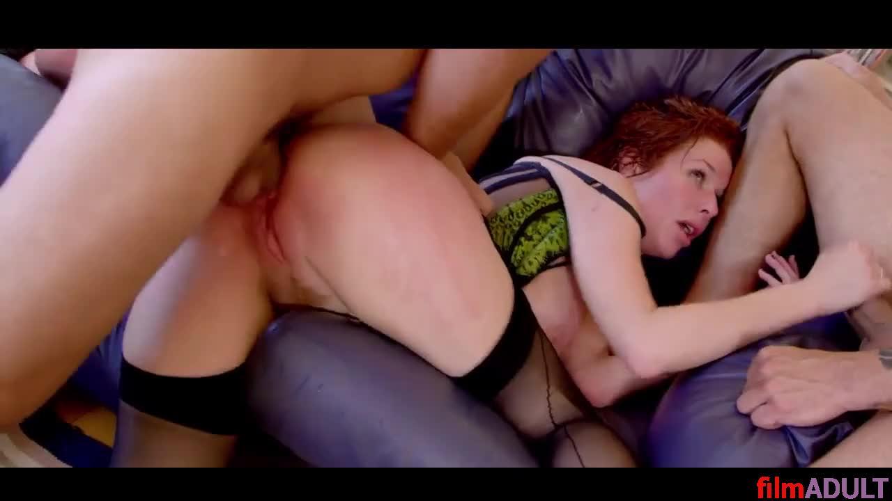 Зрелую отымели втроём порно