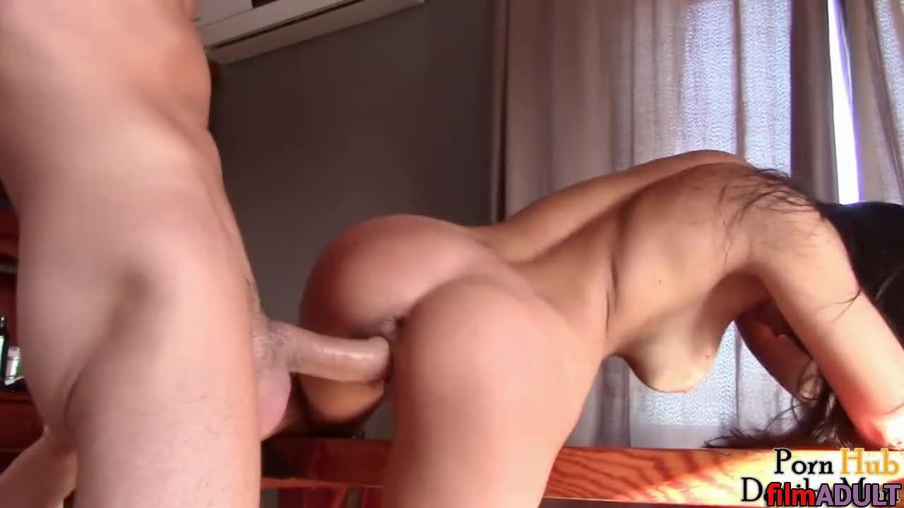 Порно видео жена изменяет мужу в подъезде