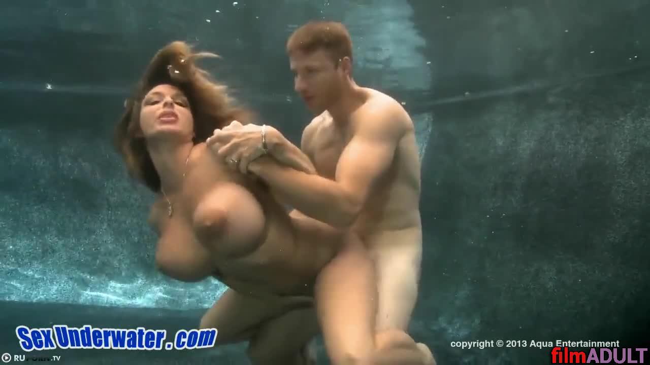 Видео секс в воде онлайн