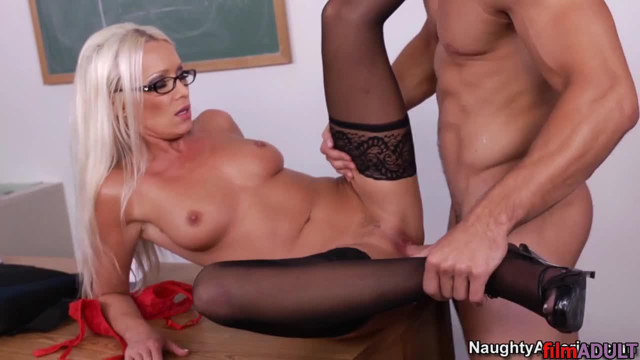 Порно с классной учительницой