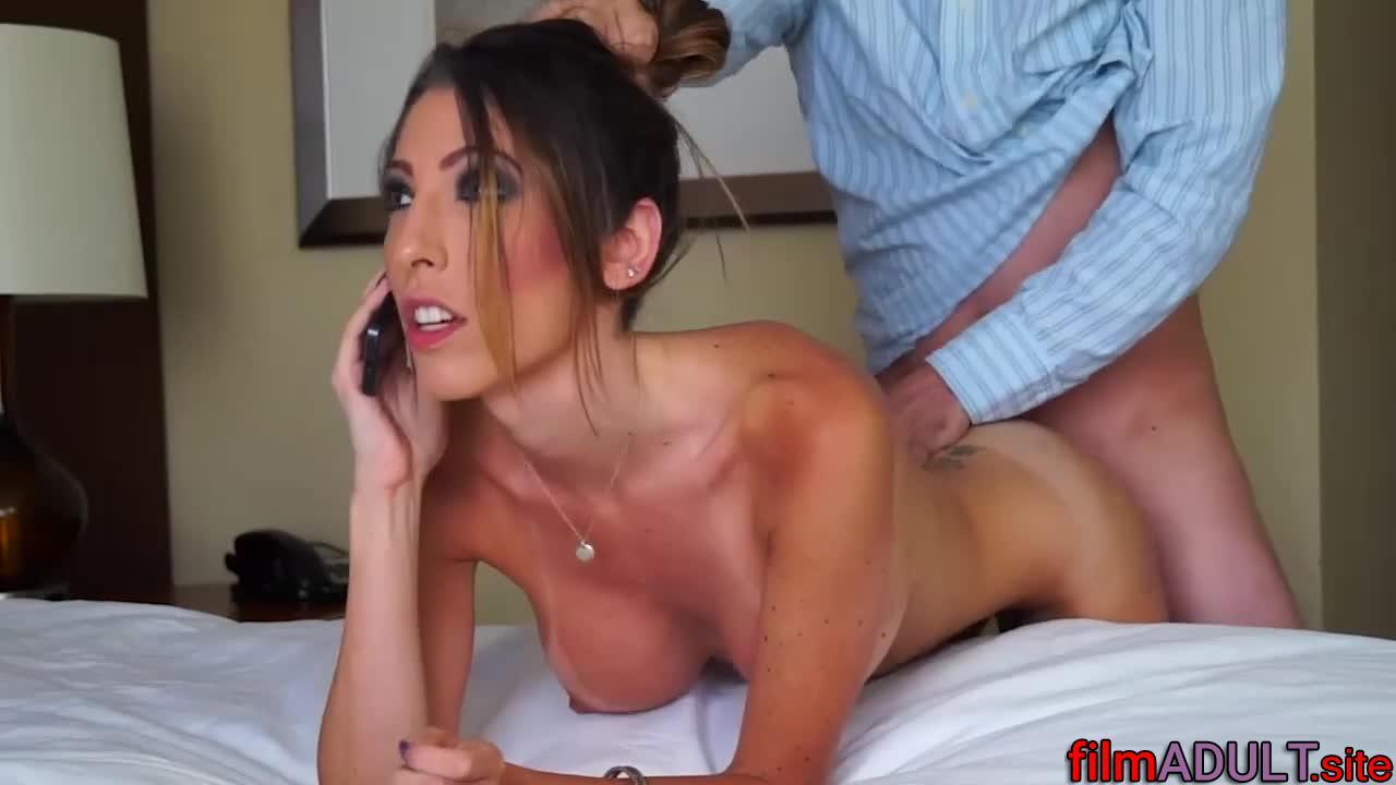 Порно жена говорит с мужем по телефону