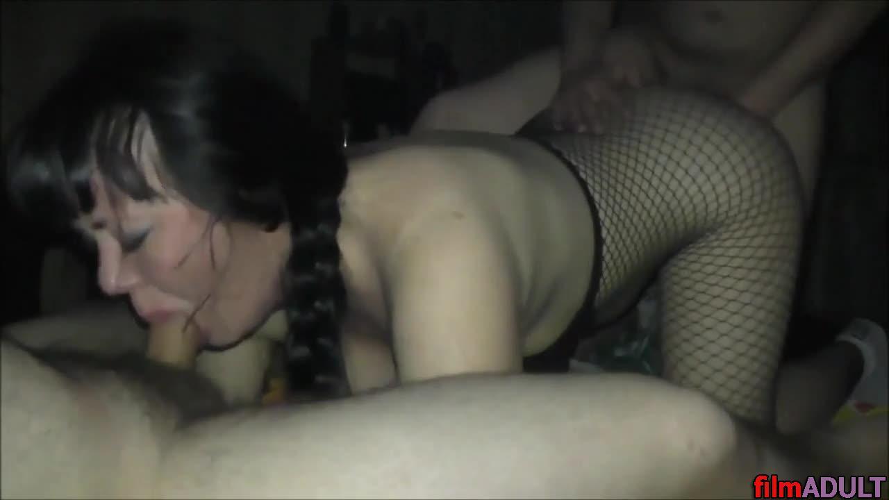 porno-mezhrassovoe-muzh-drug-zhena