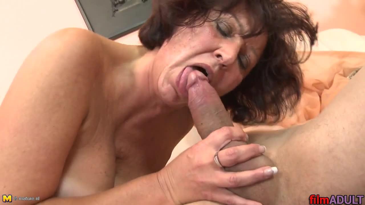 Бесплатное порновидео бабущка и внук