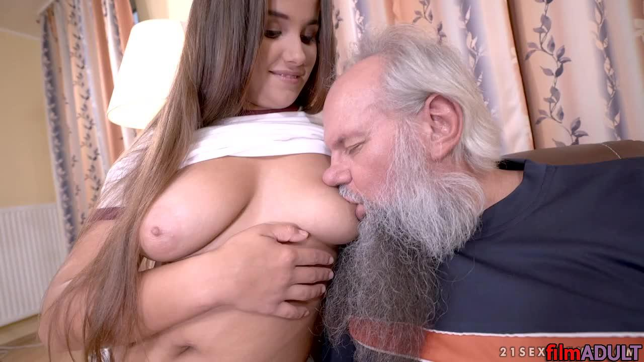 Внучка с дедушкой занимались сексом
