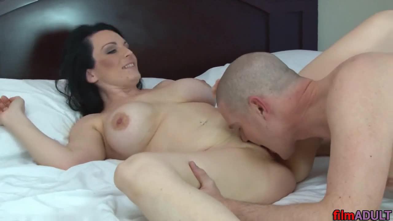 Порно мать лишает девственности сына